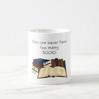 ¡Demasiados libros?! Taza Básica Blanca