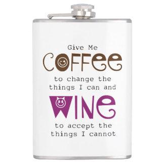 Déme el frasco del café y del vino petaca