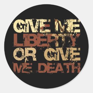 Déme la libertad o déme la muerte pegatina redonda
