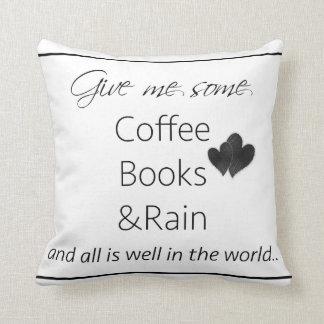 Déme un poco de libros y lluvia del café cojines