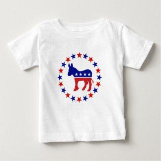 Demócrata orgulloso protagoniza original playera de bebé