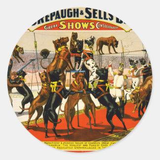 Demostración del circo de great dane etiqueta redonda