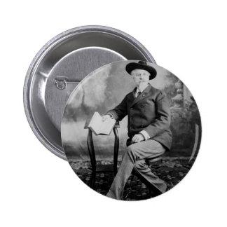 Demostración del oeste salvaje de Buffalo Bill Pin Redondo De 2 Pulgadas