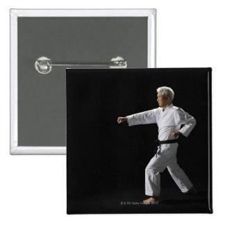 Demostración principal del karate, tiro del pin cuadrado