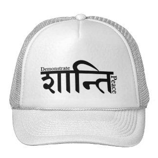 Demuestre el gorra sánscrito del camionero de la p