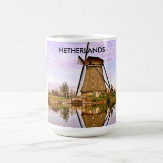DEN HAAG, THE NETHERLANDS BASIC WHITE MUG