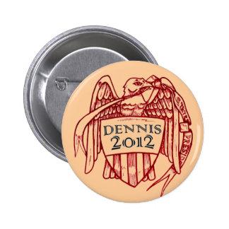 DENNIS 2012 PIN REDONDO DE 2 PULGADAS