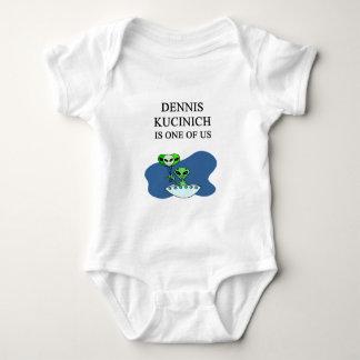 dennis kucinich, alien tee shirt