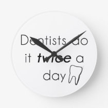 Dentist Do it! Round Clock