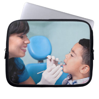 DENTIST, DOCTOR AND PATIENCE RELATIONSHIP COMPUTER SLEEVE