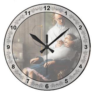 Dentist - Good oral hygiene 1918 Large Clock
