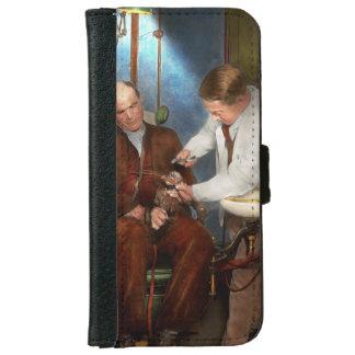 Dentist - Monkey Business 1924 iPhone 6/6s Wallet Case