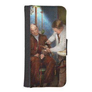 Dentist - Monkey Business 1924 iPhone SE/5/5s Wallet