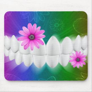 Dentista blanco Mousepad de la flor del rosa de la