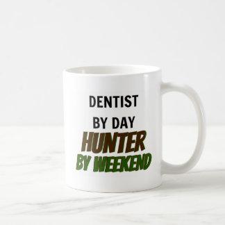 Dentista del cazador del día por fin de semana taza de café