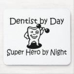 Dentista del héroe de Suup del día por noche Alfombrilla De Ratón