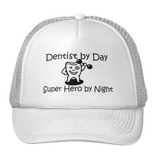 Dentista del superhéroe del día por noche gorros bordados
