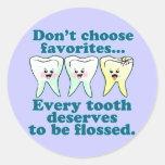 Dentista divertido etiquetas redondas