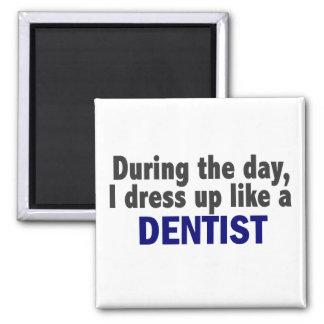 Dentista durante el día imán cuadrado