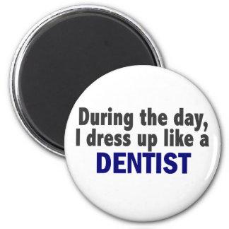 Dentista durante el día imán redondo 5 cm