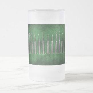 Dentista - el equipo jarra de cerveza esmerilada