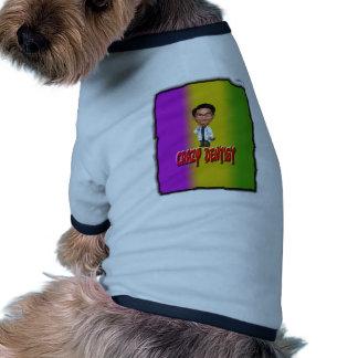 Dentista loco con el fondo camiseta de perrito