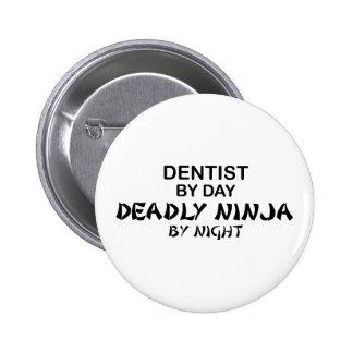 Dentista Ninja mortal por noche Pin Redondo De 2 Pulgadas