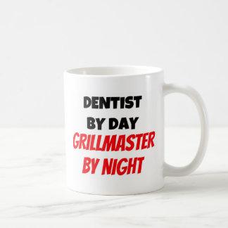 Dentista por el día Grillmaster por noche Taza