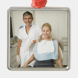 Dentista y paciente retrato ornamento para arbol de navidad