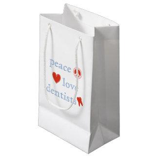 Dentistas del amor de la paz bolsa de regalo pequeña
