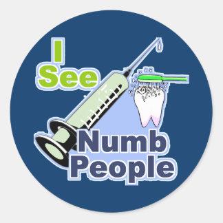 Dentistas e higienistas divertidos pegatina redonda