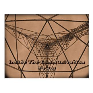 Dentro de la torre de comunicación tarjetas postales