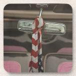 Dentro de un coche del Rockabilly Posavasos De Bebidas