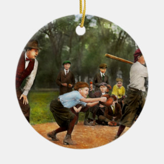 Deporte - béisbol - huelga una 1921 adorno navideño redondo de cerámica