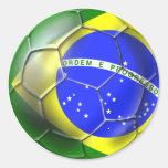 Deportes brasileños 2014 de la bandera del fútbol pegatina redonda