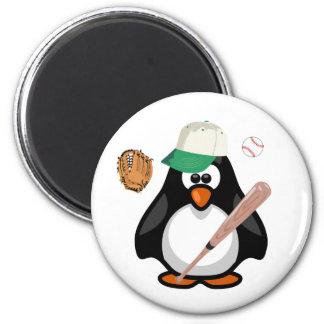 Deportes del palo del gorra de béisbol del pingüin imán redondo 5 cm