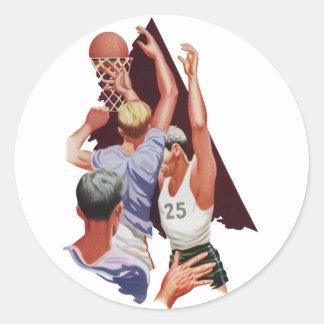 Deportes del vintage, jugadores de básquet en un pegatina redonda