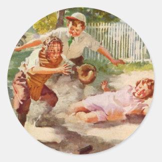 Deportes del vintage, niños que juegan a béisbol pegatina redonda