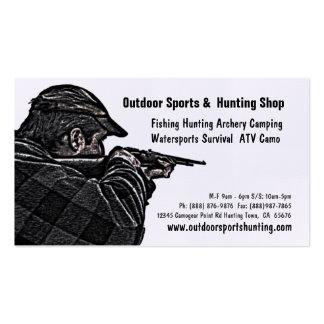 Deportista del tiroteo que caza la tienda al aire tarjetas de negocios