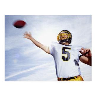 deportista que juega con la bola de rugbi postales