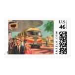 Depósito de autobús del vintage con los pasajeros