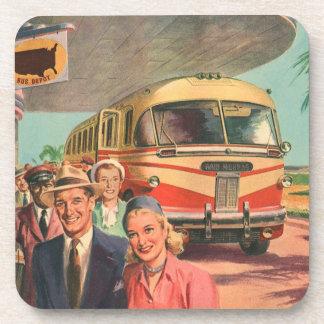 Depósito de autobús del vintage con los pasajeros posavasos de bebida