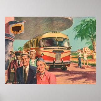Depósito de autobús del vintage con los pasajeros póster