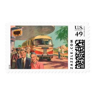 Depósito de autobús del vintage con los pasajeros timbres postales