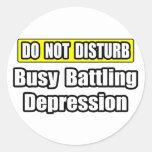 Depresión de lucha ocupada etiquetas redondas