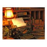 Derecho encendido y escriba encendido tarjeta postal