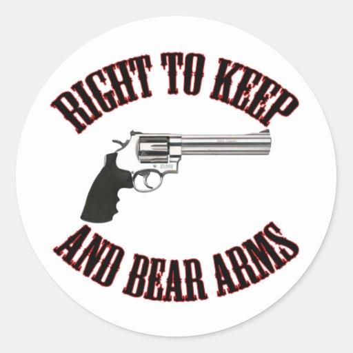 Derecho guardar y llevar el revólver de los brazos pegatina redonda