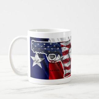 Derecho llevar los brazos y beber el café tazas de café