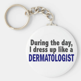 Dermatólogo durante el día llavero redondo tipo pin