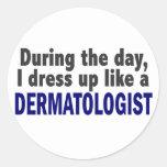 Dermatólogo durante el día pegatina